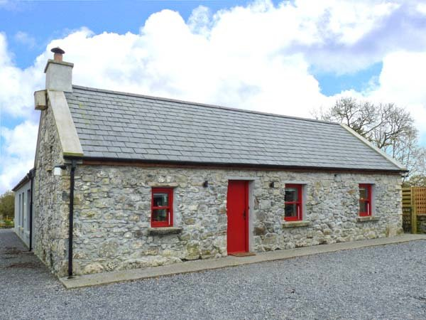 THE VISITING HOUSE, hot tub, natural swimming pool, Sky TV, WiFi, en-suite, holiday rental in Castletownshend