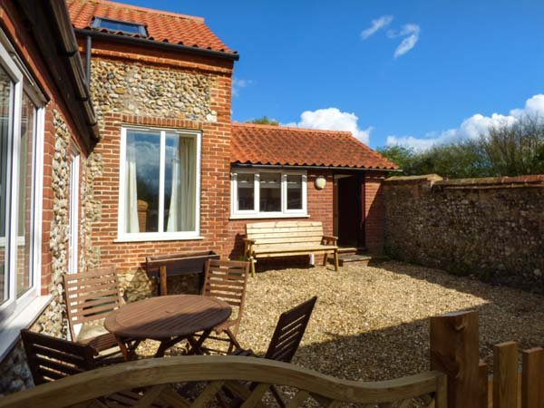 FERNDALE, great touring base, wonderful walks and cycling, near Dereham, Ref, holiday rental in Beeston
