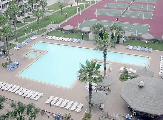 S3802 Balkon Blick auf Pool-Bereich