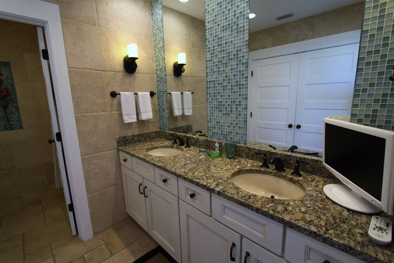 Large Bath in King Guest Bedroom