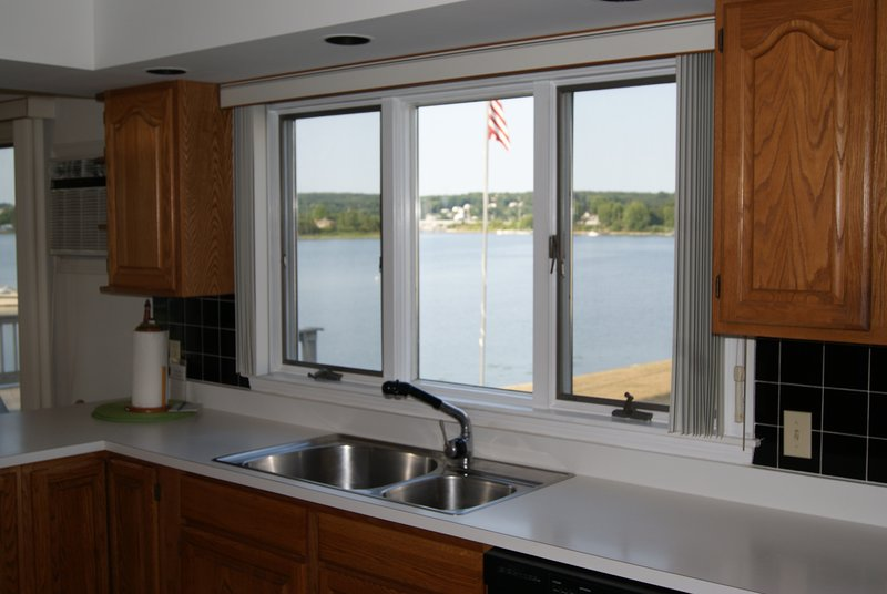 Kitchen cleanup doesn't seem so tedious with these views. Better still, send for take-out locally!