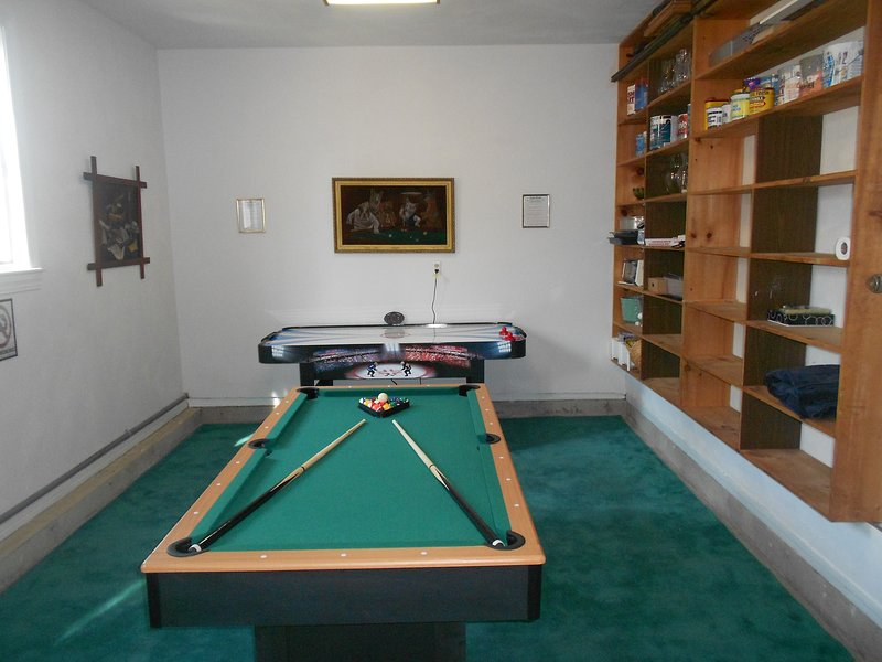 Gameroom (unheated) Comfy most days May-Oct 6 ft pool table. Soccer table.  Games, books, storage..