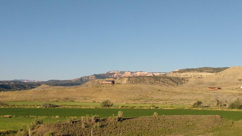 Vue à l'ouest, avec Bryce Canyon en arrière-plan