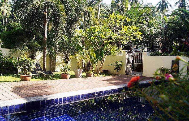 vista para a piscina e entrada