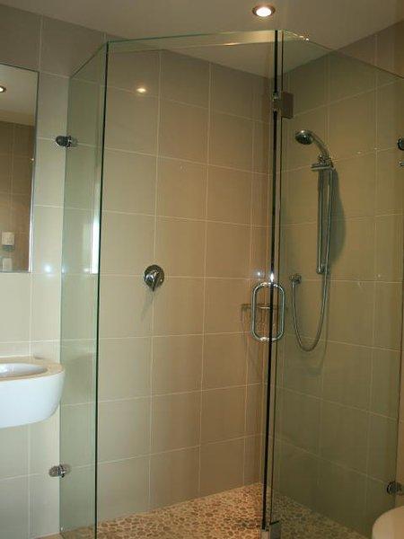 Bathroms sont les mêmes pour les deux chambres.