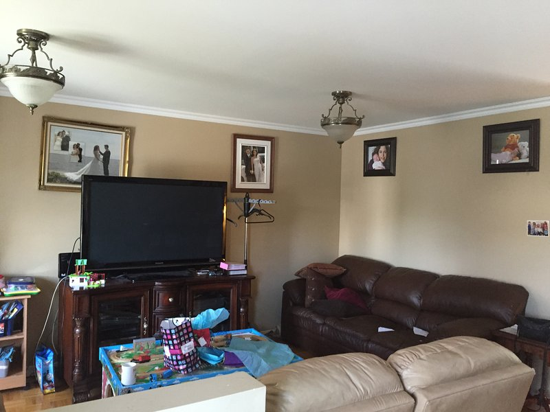 Comfy basement - Or up to 3 rooms available, alquiler vacacional en Vaudreuil-Dorion
