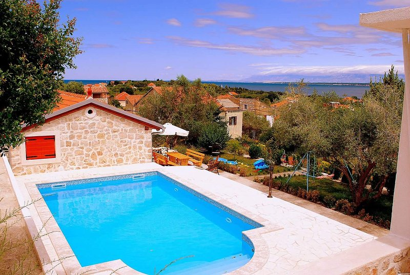 Comfortable apartment - Poljana, Island Ugljan, holiday rental in Polvljana