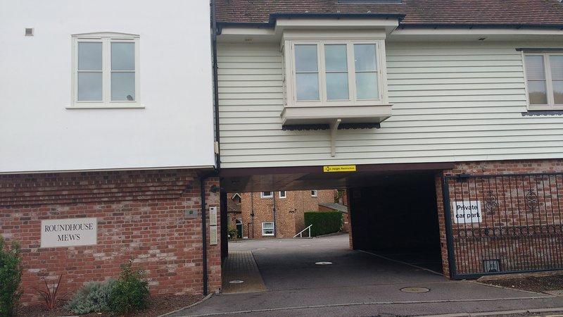 Roundhouse Court nås via ingången till Roundhouse Mews
