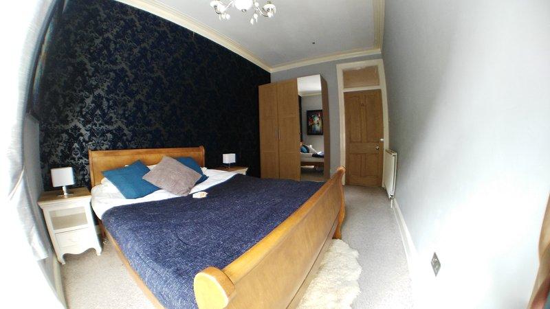 Stora sovrummet med gott om förvaring