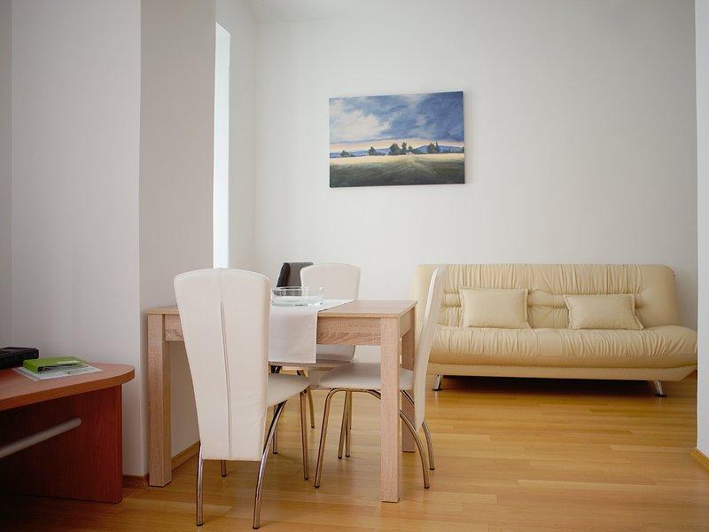 Com esta sala de estar aconchegante, você não vai querer sair.