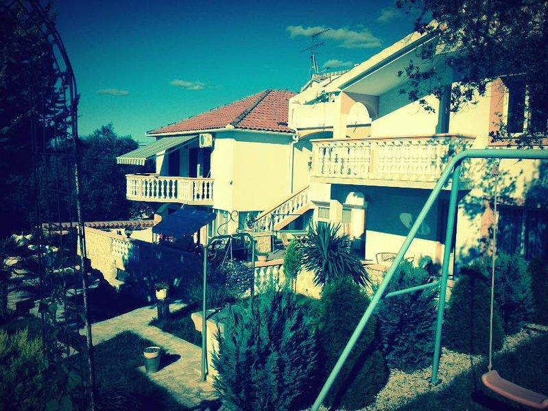 Mediterranean apartment, Poljana - island Ugljan, holiday rental in Polvljana