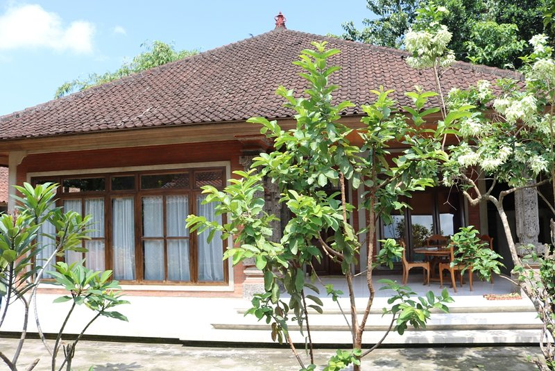Enjoy life in a Balinese family compound <3, holiday rental in Bangli
