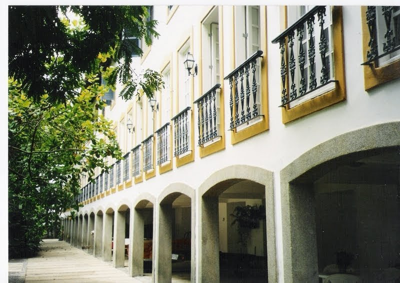 Colonial facades of Duplex.