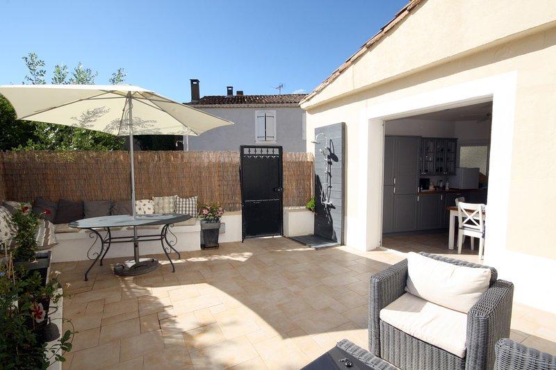 Maravilhosamente renovado casa da família. Bem desenhado, com todos os confortos modernos para garantir uma estadia maravilhosa.