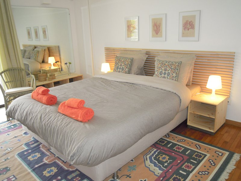Luxurious Apartment at Vouliagmeni, vacation rental in Varkiza