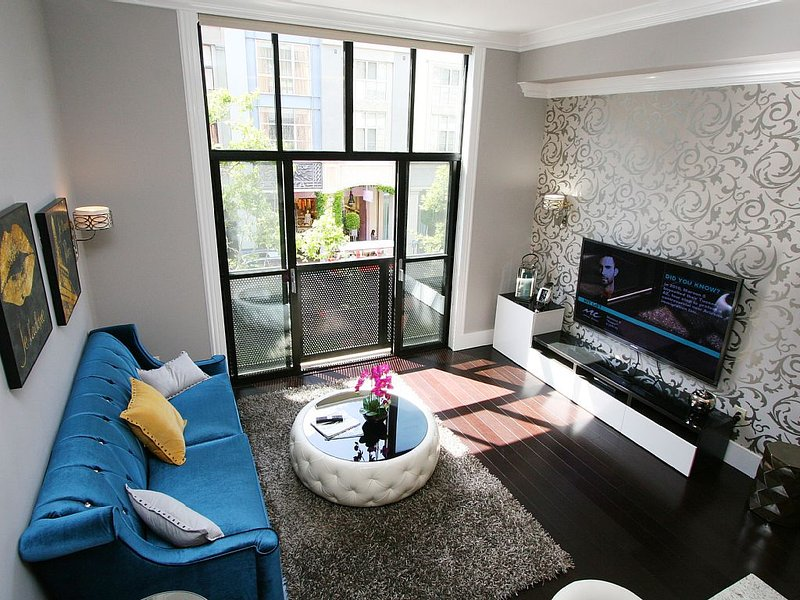 """Open concept modern condo with 65"""" flat screen TV with Free Cable"""