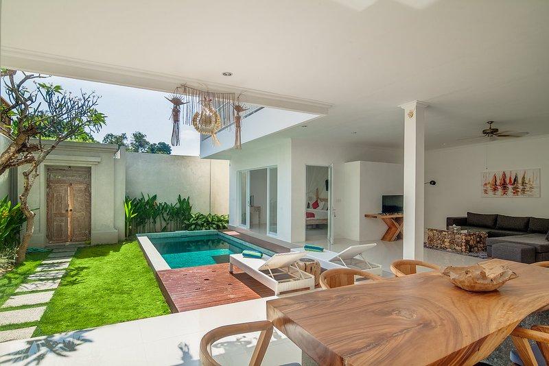 Pool, woonkamer en keuken is open ruimte