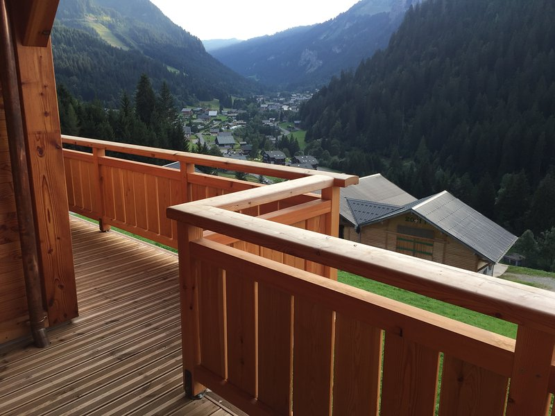 chalet l'etringa, centre of chatel, sleeps 12, vacation rental in Abondance