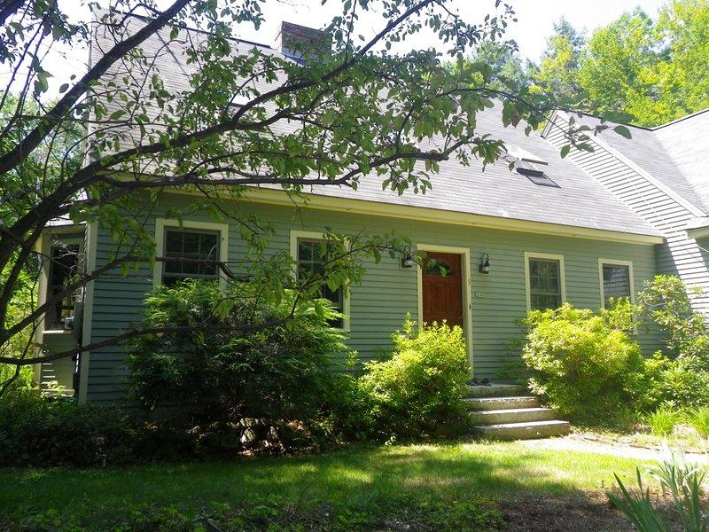 Spacious 4 Bedroom Family Home, close to town, aluguéis de temporada em Wolfeboro