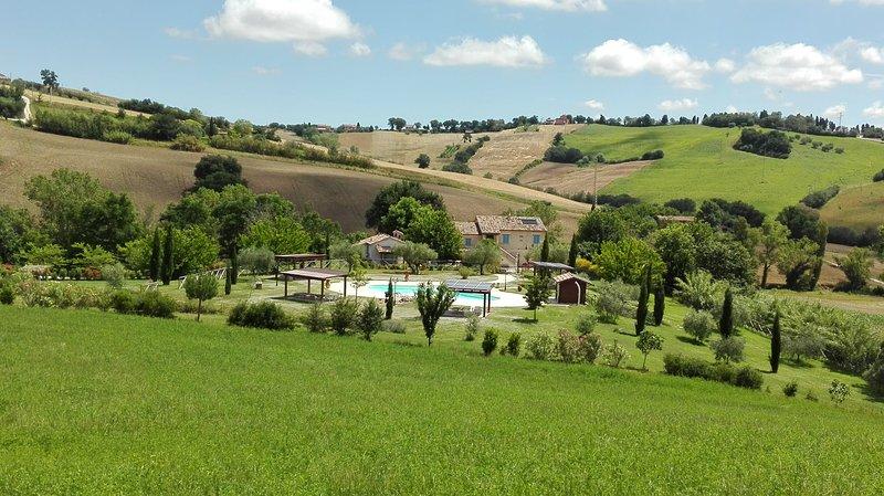 Borgo la Rovere: app. I GIRASOLI, holiday rental in Mondavio