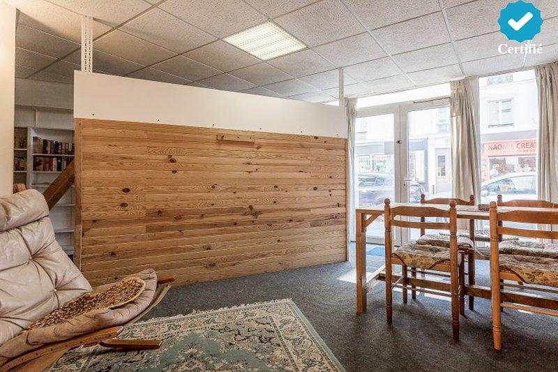 Wohnbereich & visuell abgeteilter Schlafbereich
