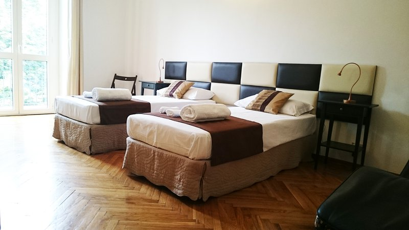 Room with two or three single beds / Safe box