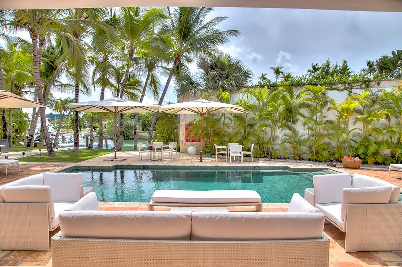 Modern and ample Villa next to the Marina in Casa de Campo, holiday rental in El Limon
