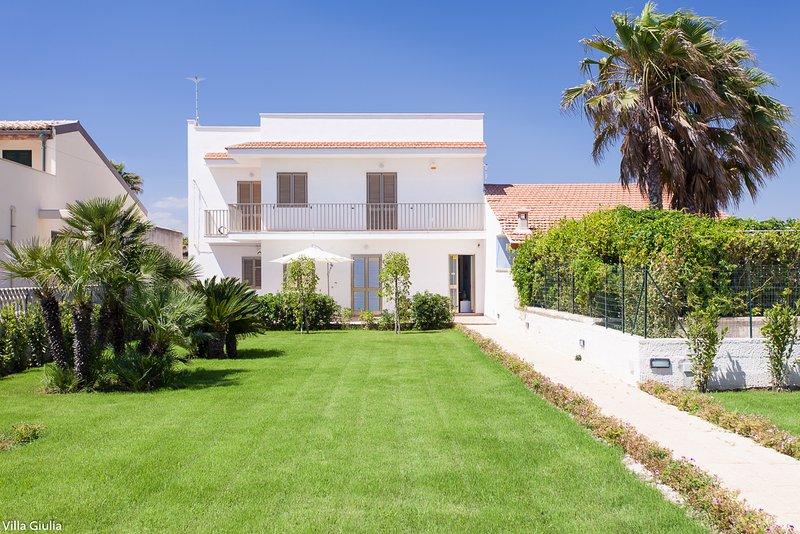 Villa Giulia fronte mare 2 appartamenti, location de vacances à Ispica