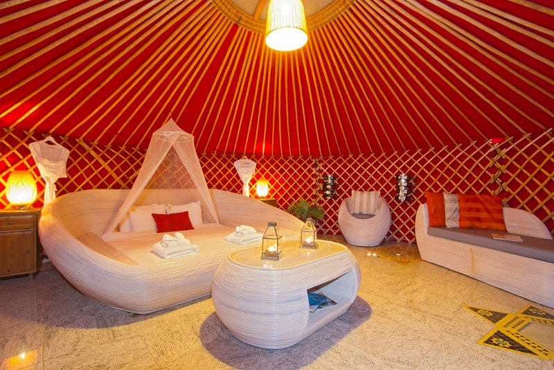 Dentro do yurt 6mt, super king size cama de casal!