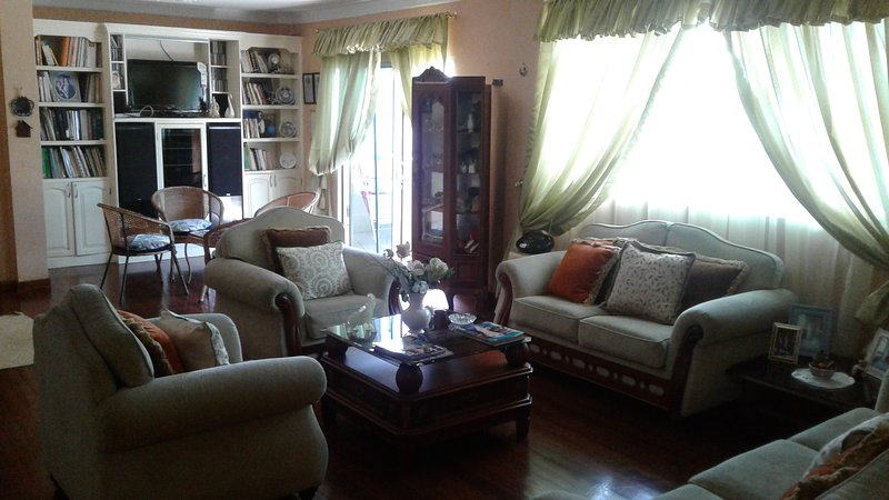 NUESTRA CASA EN FRENTE DEL MALECON, holiday rental in Guayaquil