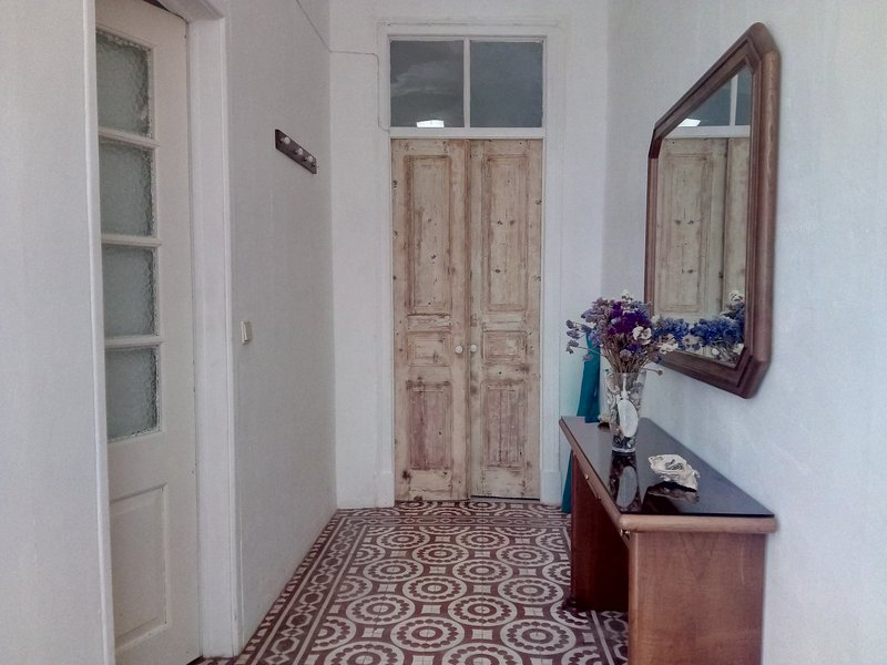Casa Almirante Reis - Traditional Townhouse, holiday rental in Ilha Do Farol