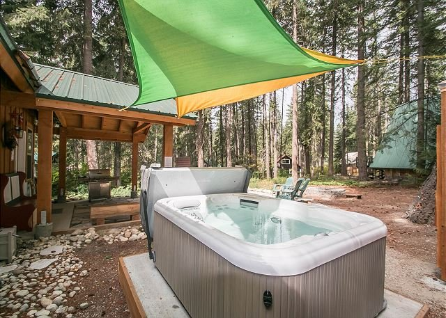 Painted Pony Cabin-Hot Tub, WIFI, Fido OK, holiday rental in Leavenworth