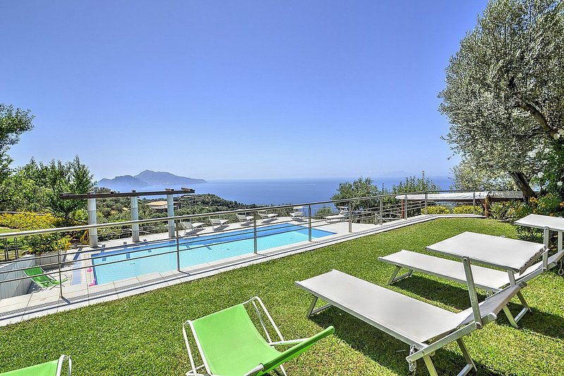 Marina del Cantone Villa Sleeps 24 with Pool Air Con and WiFi - 5229663, holiday rental in Marciano