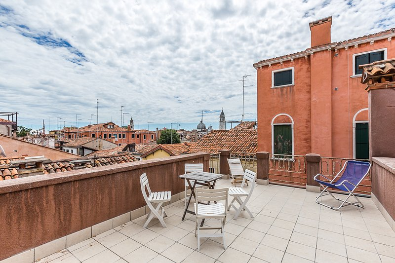 San Lorenzo Terrace apartment, casa vacanza a Venezia