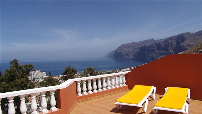spectacular view and sunny all day in 40m terrace