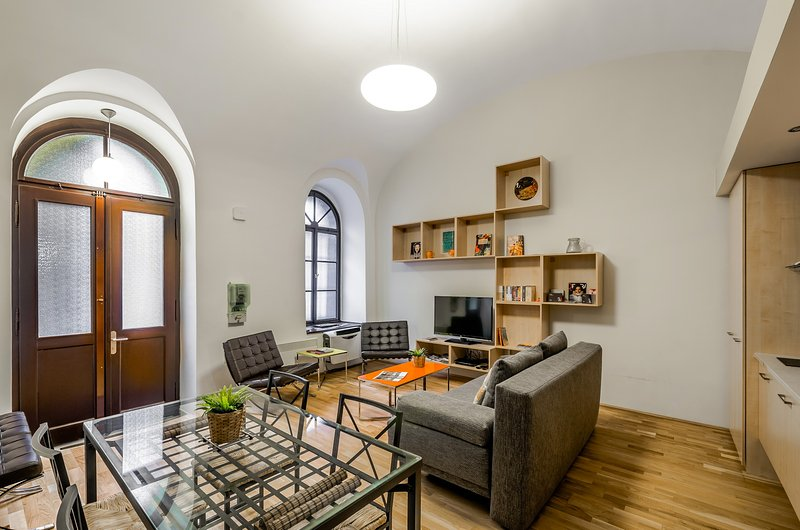 Amazing, Modern, Air Con, Opera, Contemporary Home - Paty's Place, vacation rental in Budapest
