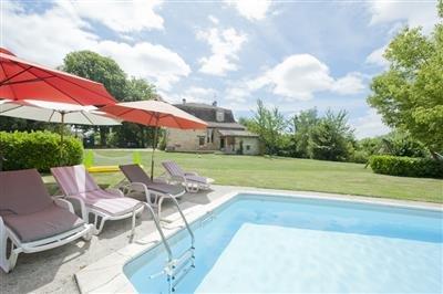 PETIT MANOIR COACH HOUSE, vacation rental in Bourgougnague