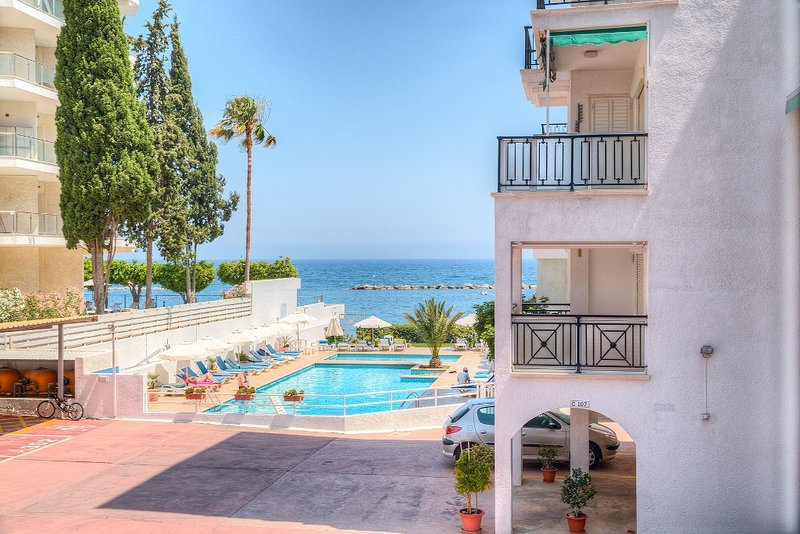 Swimming pool area with sunbeds right next to the sea!