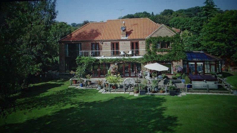 Das Haus befindet sich auf dem Fluss - einen herrlichen Panoramablick auf den Fluss Yare von der Terrasse und Balkon