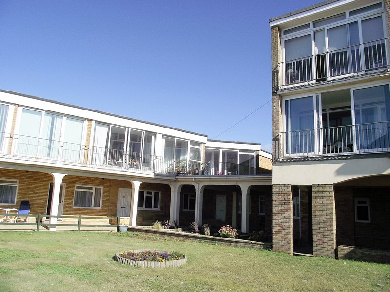 Apartment with stunning Sea View, vacation rental in Bridport