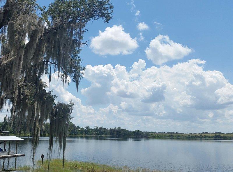 Seule une courte promenade ou en voiture de la belle ville de Lake Placid. chambre Google Lake Placid FL et de voir