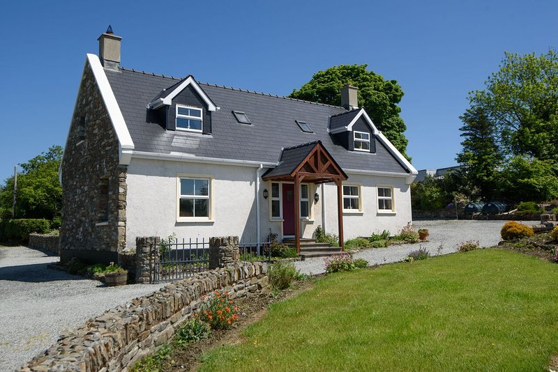 Hedgerow Cottage, holiday rental in Ramelton