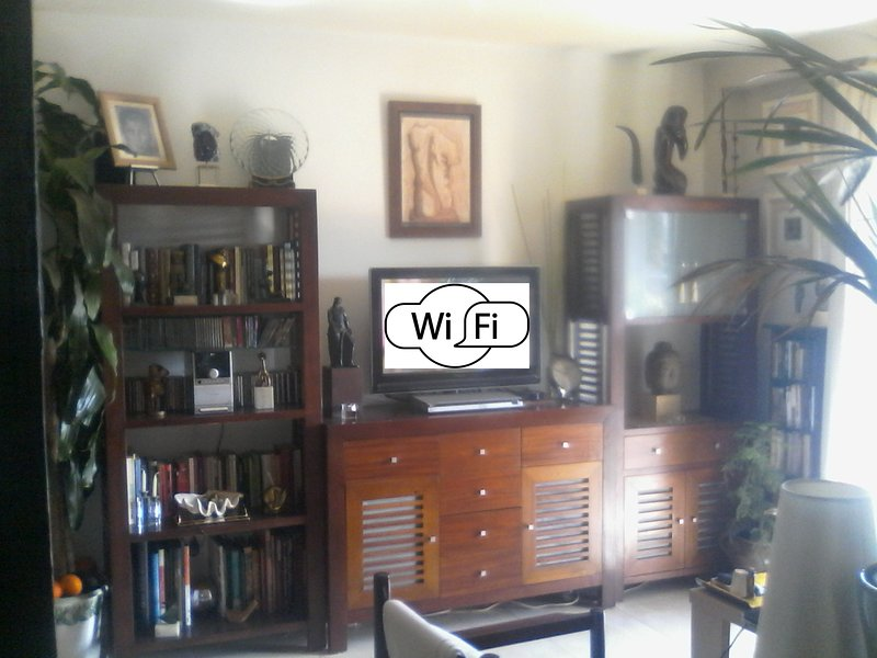 """Lounge with TV32 """"."""
