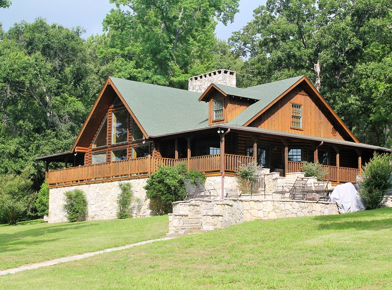 Grand Lake Front Chateau at Cedar Cove Ranch, holiday rental in Eustace