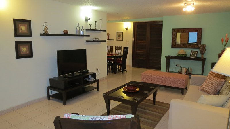 Steps to Beach Condo in the heart of Condado - Lagoon View - near La Concha, holiday rental in San Juan