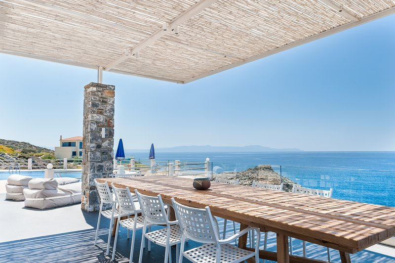 Villa Penelope with stunning views to the sea, vacation rental in Chrissi Akti