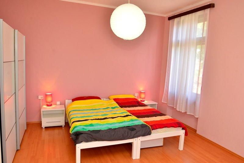 Quarto grande (20m2) -3 cama, com o clima e SatTV