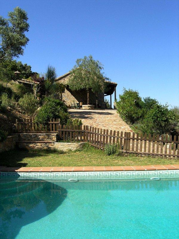 casa de pedra original com piscina