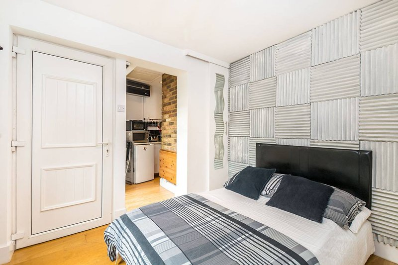 Apartment  with private Patio, holiday rental in East Molesey