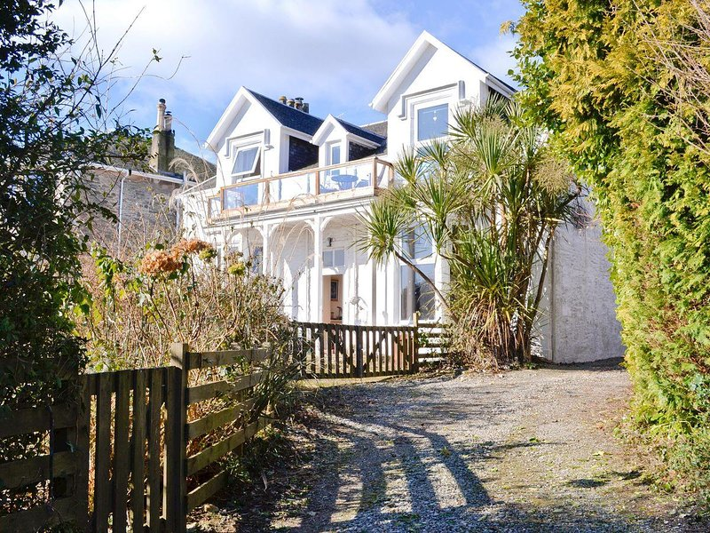 Perfect winter or Xmas break. Beautiful upper villa with balcony with fabulous sea views